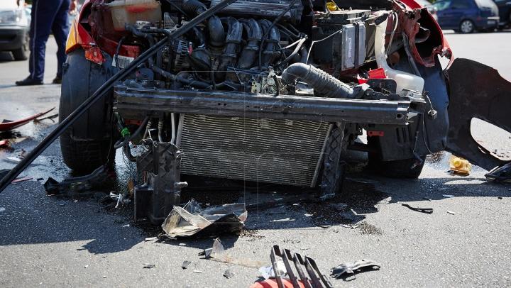 ACCIDENT TERIFIANT: Tatăl şi fiul au fost uciși, după ce mașinile pe care le conduceau s-au ciocnit frontal