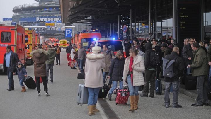 PANICĂ pe aeroportul din Hamburg. Zeci de oameni au inhalat un GAZ NECUNOSCUT