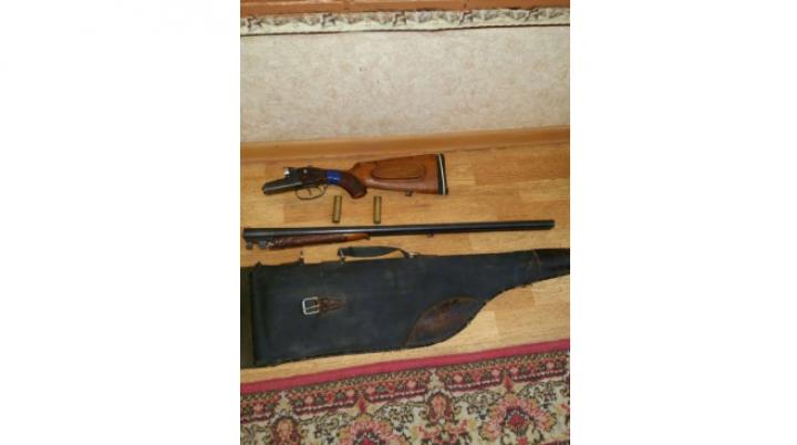 Un moldovean, amendat pentru încălcarea regulilor de aflare în zona de frontieră. Avea la el o armă de vânătoare
