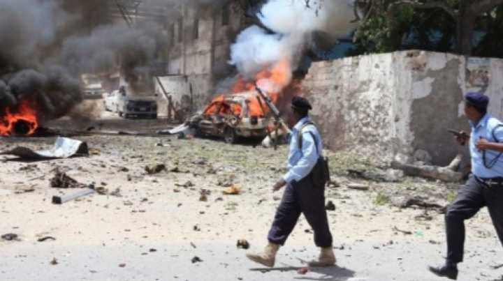 ATENTAT SÂNGEROS în Somalia. Cel puţin 30 de morţi şi peste 50 de răniţi