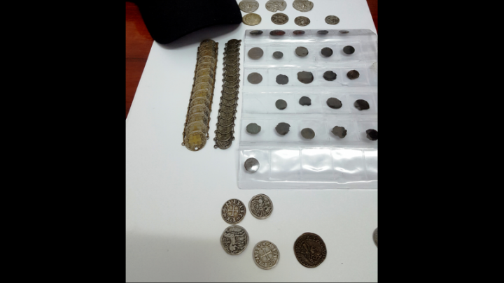 DESCOPERIRE UIMITOARE! Monede române şi brăţări antice, recuperate de poliţişti