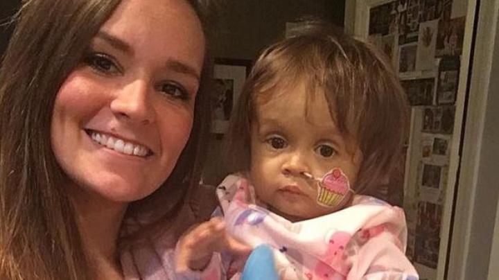 GEST IMPRESIONANT! O dădacă i-a salvat viaţa fetiţei de care avea grijă, donând o parte din ficatul său