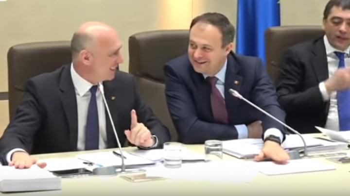 Moment amuzant la ședința comună a Parlamentului și Guvernului (VIDEO)