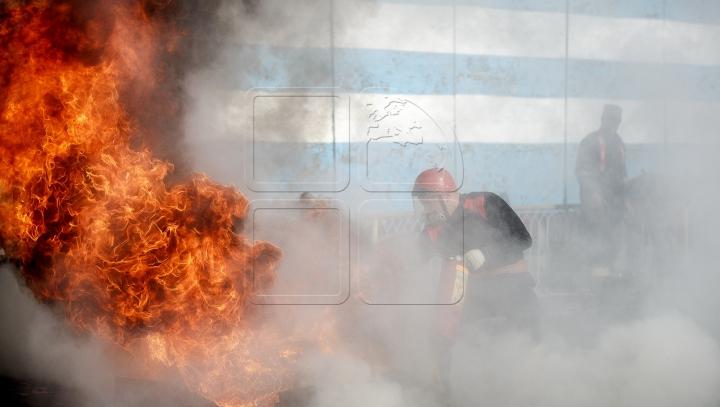 NENOROCIRE FĂRĂ MARGINI! Şi-a dat foc după o ceartă cu soţia. Casa, distrusă în totalitate