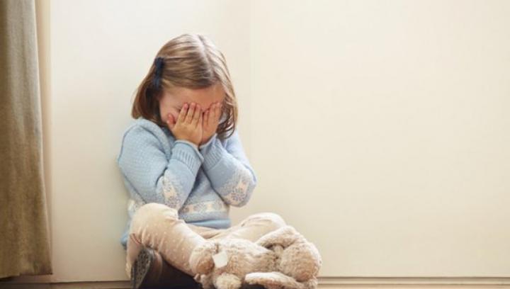 O mamă şi-a lovit MORTAL copilul de doar patru ani! Motivul este HALUCINANT