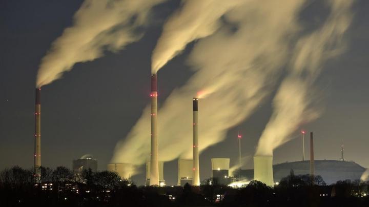 Comisia Europeană avertizează state membre privind încălcarea limitelor de poluare atmosferică