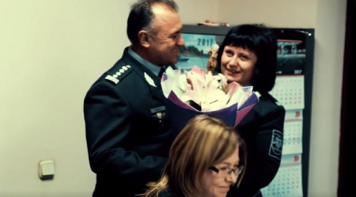 FIORI DE IUBIRE. Declaraţia INEDITĂ făcută de un colonel din cadrul Poliţiei de Frontieră pentru soţie (VIDEO)