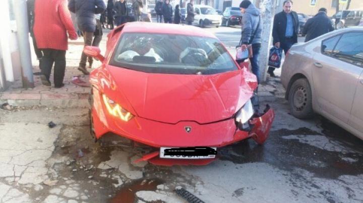 Lamborghini făcut zob din cauza unui Matiz. Accidentul a fost filmat (VIDEO)