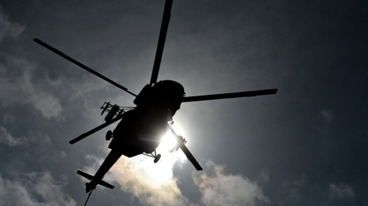 Un elicopter a aterizat în mijlocul drumului. Ce l-a întrebat pilotul pe un şofer (VIDEO)