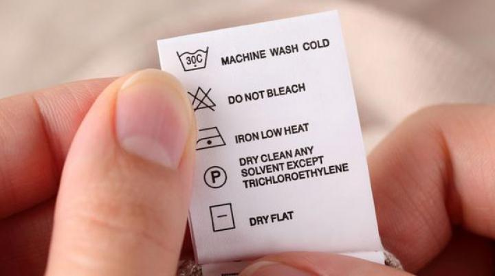 Verificăm etichetele hainelor? Uite de ce trebuie să o faci