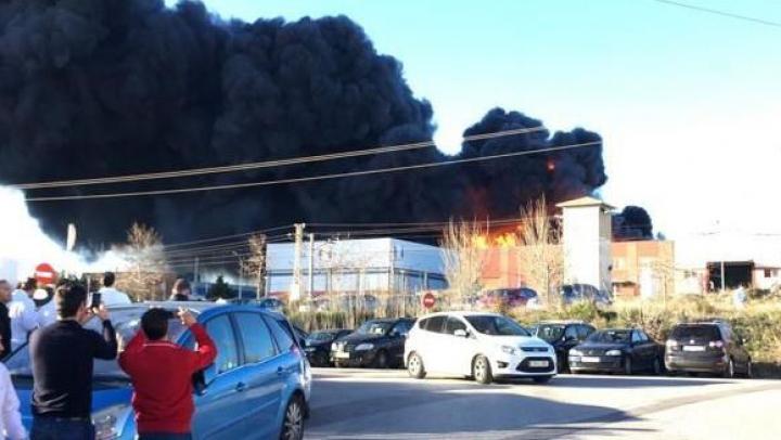EXPLOZIE DEVASTATOARE la o uzină chimică din Spania. Mii de oameni au fost evacuaţi