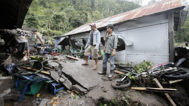 Cel puțin 12 oameni au murit şi mai mulţi răniţi în urma unor alunecări de teren produse în Bali (FOTO)