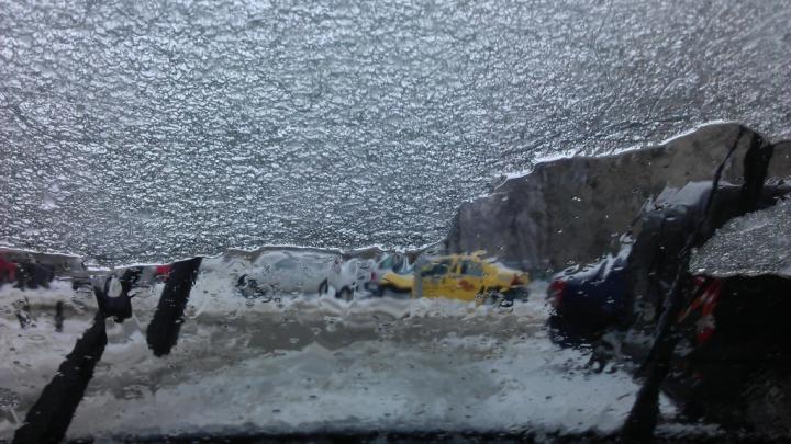 Ce este Freezin Rain sau ploaia înghețată, fenomenul care a pus stăpânire peste Chișinău