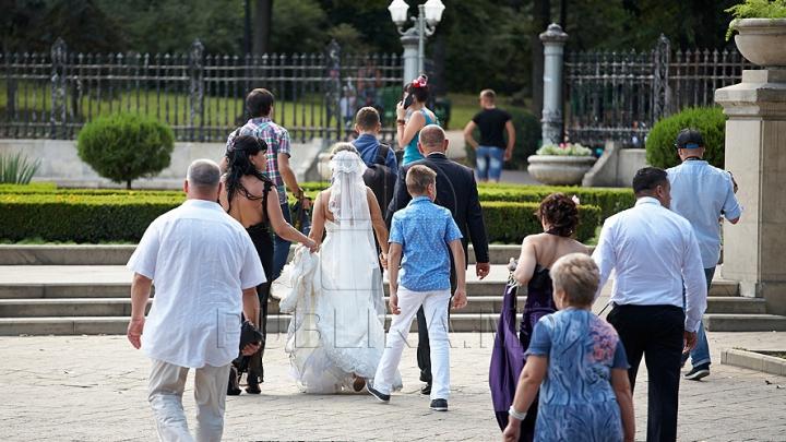Grup INFRACŢIONAL de nuntaşi! Se duceau la nunţi şi spărgeau maşinile invitaţilor