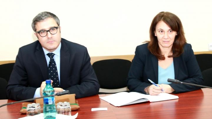 Octavian Calmîc s-a întâlnit cu echipa de experţi de la FMI. Subiectele abordate în cadrul discuţiei