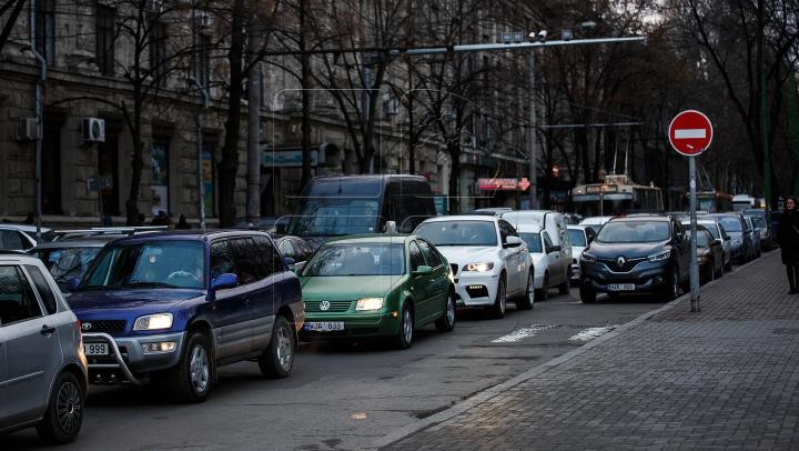 InfoTrafic: Unde se circulă greu în Chişinău la această oră