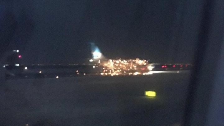 Un avion cu pasageri la bord a fost cuprins de flăcări chiar înainte de decolare