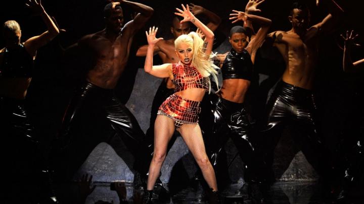 Cântăreaţa Lady Gaga va cânta alături de Metallica la gala premiilor Grammy