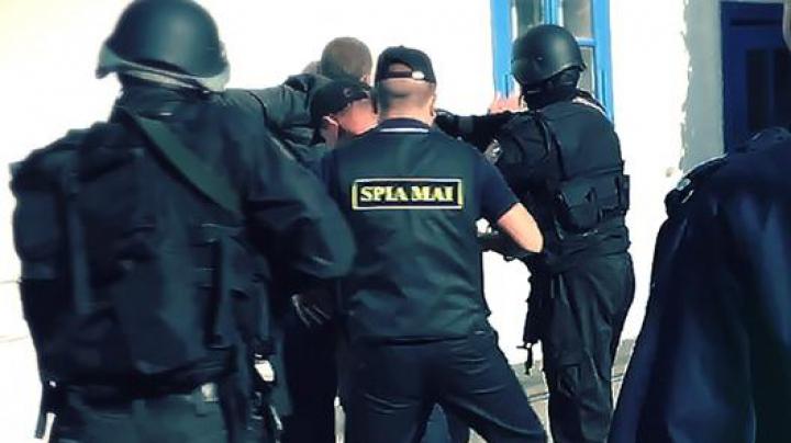 Doi cetățeni turci arestaţi pentru că ar fi mituit un polițist moldovean