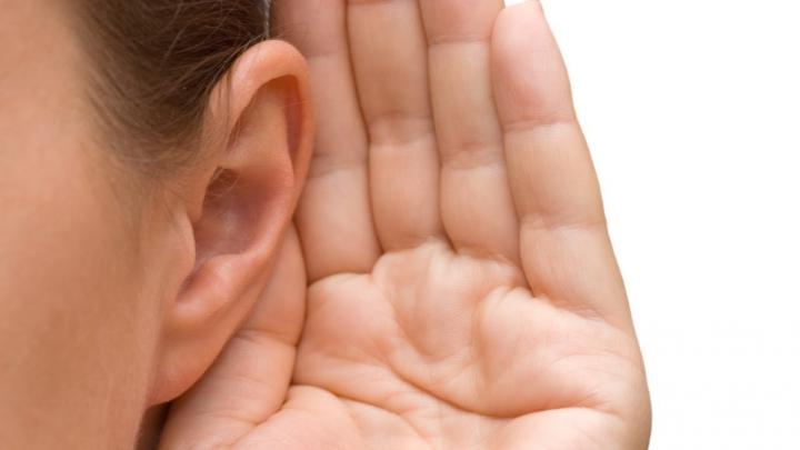Ce înseamnă atunci când îţi ţiuie o ureche şi DE CE trebuie să ne adresăm urgent la medic