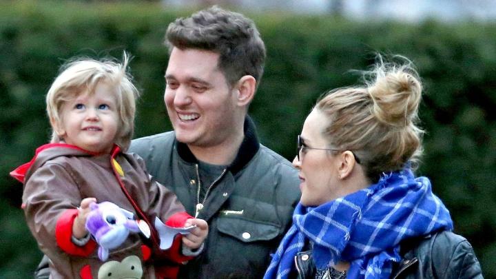 Fericire în familia lui Michael Buble! Fiul interpretului s-a vindecat de cancer