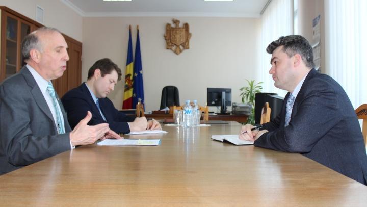Gheorghe Bălan s-a întâlnit cu ambasadorul SUA la Chişinău, James Pettit. Despre ce au discutat (FOTO)