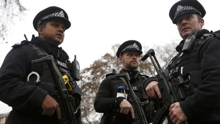 """Cinci tineri, arestați la Londra pentru că ar fi vrut să se alăture unei """"organizații interzise"""""""
