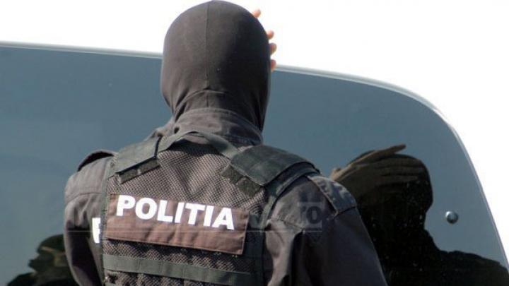 România: Poliţiştii fac 25 de percheziţii într-un dosar de spălare de bani în domeniul serviciilor de pază