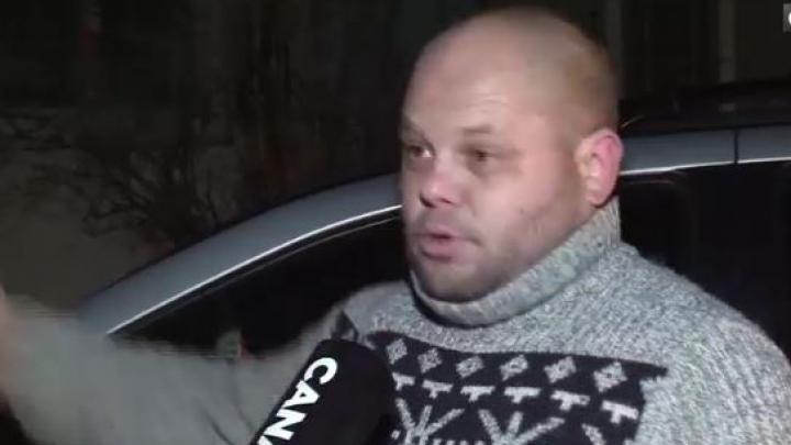 SPECTACOL la miezul nopţii! Un bărbat cherchelit, ajuns la poliţie, suna la... poliţie ca să-l salveze (VIDEO)