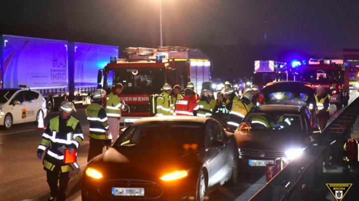 Un șofer de Tesla și-a sacrificat mașina pentru a opri o alta scăpată de sub control