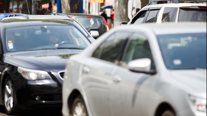 LECŢIE ÎN TRAFIC! Cum a fost filmat un şofer obraznic din Capitală (VIDEO)