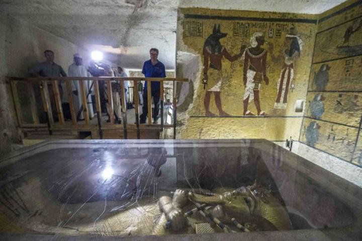 DESCOPERIREA SECOLULUI! Mormântul lui Tutankhamon, îşi dezvăluie secretele după 3.300 de ani (FOTO)