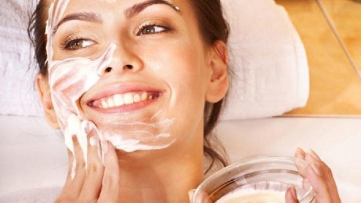 TRATAMENT NATURIST. Cum să tratezi acneea cu mască de usturoi