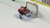 Clipe de groază în NHL. Hocheistul rus s-a prăbuşit pe gheaţă după ce a fost lovit violent la cap de un adversar