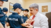 Ministrul de Interne, Alexandru Jizdan, a primit în dar buchete de cuvinte frumoase și un mărţişor (FOTO)