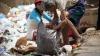 Situație ALARMANTĂ în Venezuela! Oamenii caută mâncare prin GUNOAIE