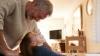 EMOŢIONATĂ PÂNĂ LA LACRIMI! Un bunic i-a oferit nepoatei sale un CADOU NEAŞTEPTAT de ziua ei