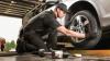 Şoferii schimbă pneurile de iarnă cu cele de vară. CÂT COSTĂ cauciucurile