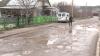 Pe drumurile din Bălţi, doar călare sau cu căruța! După ploi, străzile s-au transformat în adevărate lacuri