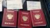 Zeci de documente false, descoperite în bagajul unei femei, pe aeroportul din Chişinău