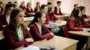 Şcoală sau podium? Cum se îmbracă adolescentele la ore şi cum ar trebui să se îmbrace (VIDEO)