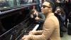 #LifeStyle: Oamenii, IMPRESIONAŢI! John Legend a dat un concert într-o stație de tren din Londra (VIDEO)