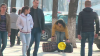 Mai există gentlemani? REACŢIA bărbaţilor din Moldova atunci când trec pe lângă o femeie neajutorată (VIDEO)