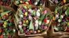 Nebunie în ajun de 8 martie! Cum arăta piaţa de flori de pe Calea Basarabiei noaptea trecută (FOTO)