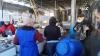 E sărbătoare şi răsună muzica! Cum au sărbătorit 8 Martie comercianţii de la Piaţa Centrală (VIDEO)