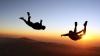 RECORD MONDIAL! Doi parașutiști au sărit de la înălțimea de 1.300 de metri
