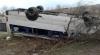 Microbuz școlar, RĂSTURNAT într-un şanţ: 13 elevi au fost transportaţi de urgenţă la spital