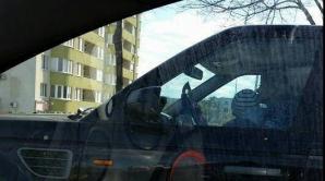 Caz greu de imaginat! O şoferiţă din Capitală şi-a luat copilul în braţe, la volan, şi făcea SELFIE ÎN TRAFIC