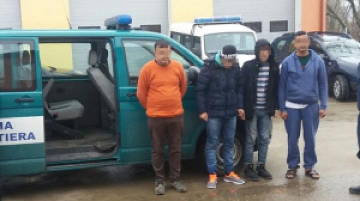 Douăzeci şi cinci de cetăţeni irakieni, între care 10 MINORI, depistaţi încercând să intre ILEGAL în România