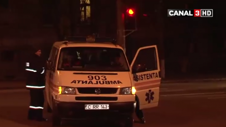 Nu a acordat prioritate unei ambulante şi a provocat un accident (VIDEO)